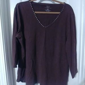 Chocolate brown 3/4 sleeve tee w rhinestones!